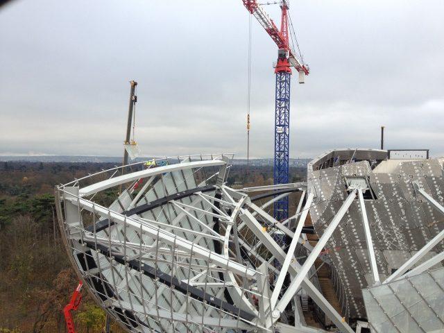 Photographie d'un chantier de la fondation Louis Vuitton prise sur le site de suivi de chantier